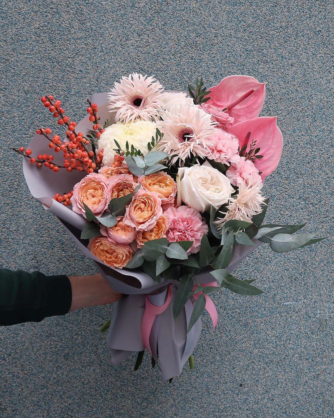 Заказ и доставка стильных букетов цветов в Ростове-на-Дону